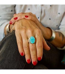 Bague Zuni ovale, Argent et marqueterie de Turquoise, pièce unique par Johnson Laweka, pour homme ou femme
